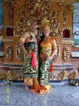 pakaian-adat-bali-pakaian-tradisional-bali-baju-adat-bali