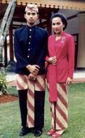 pakaian-adat-Jawa-Barat-pakaian-tradisional-Jawa-Barat-busana-adat-Jawa-Barat