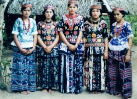 Pakaian-Adat-Sulawesi-Tengah-Pakaian-Tradisional-Sulawesi-Tengah