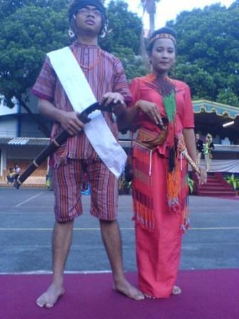 Pakaian-Adat-Toraja-Pakaian-Tradisional-Suku-Toraja