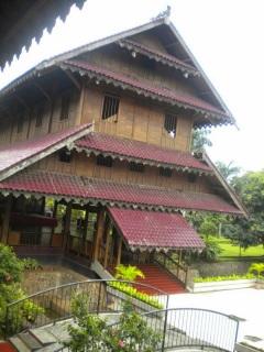 Rumah Adat Istana Buton / Malige